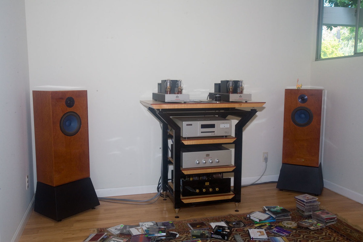 Audio Note UK AN-E SEC Signature loudspeakers, Audio Note SORO integrated amplifier, Audio Note M2 Line Balanced preamp and EMM Labs XDS1 CD / SACD player