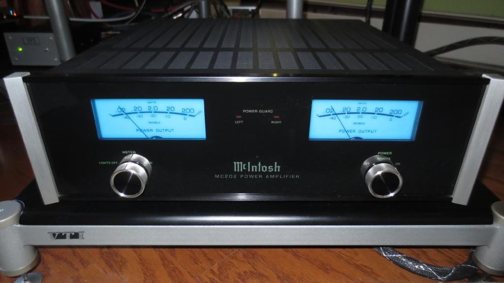 mcintosh mc202 power amplifier gently used for sale us audio mart. Black Bedroom Furniture Sets. Home Design Ideas