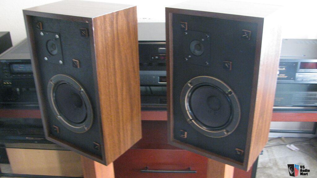 wow vintage classic advent model 3 bookshelf speakers. Black Bedroom Furniture Sets. Home Design Ideas