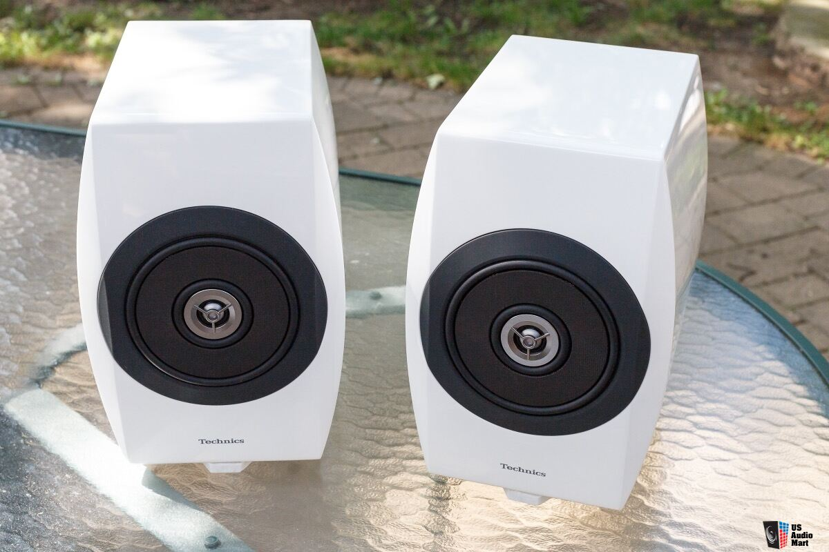 rare technics sb c700 speakers white matched pair like new photo 1382366 canuck audio mart. Black Bedroom Furniture Sets. Home Design Ideas