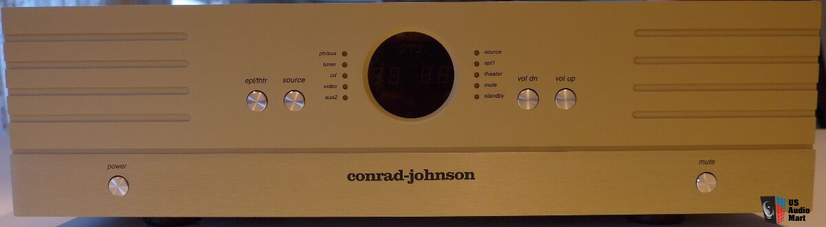 Conrad Johnson ET5 Preamp  MINT!  with E.A.T. tube. PRICE LOWERED!