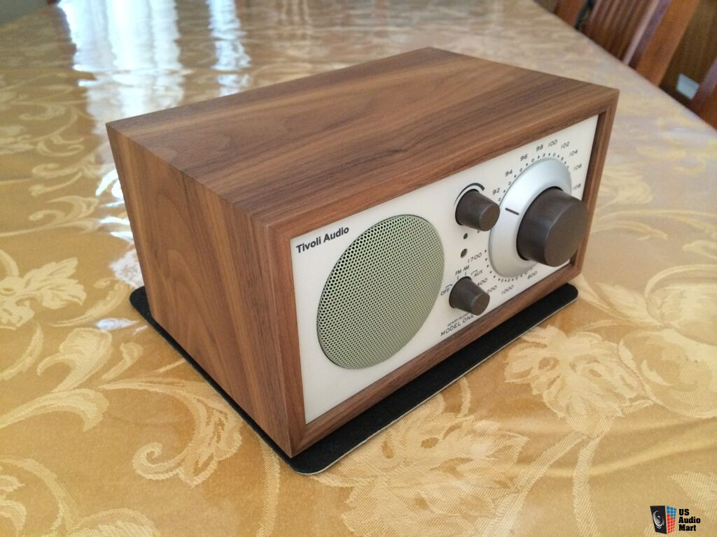 tivoli audio model one table radio walnut beige photo 960124 canuck audio mart. Black Bedroom Furniture Sets. Home Design Ideas