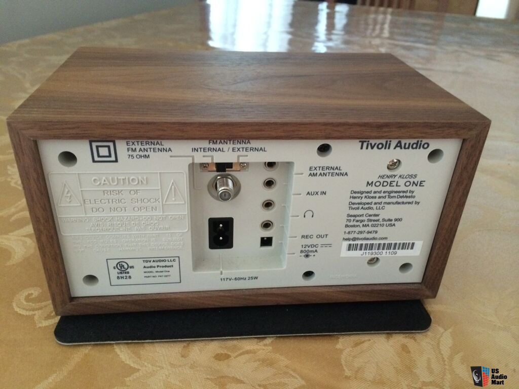 tivoli audio model one table radio walnut beige photo 960125 canuck audio mart. Black Bedroom Furniture Sets. Home Design Ideas