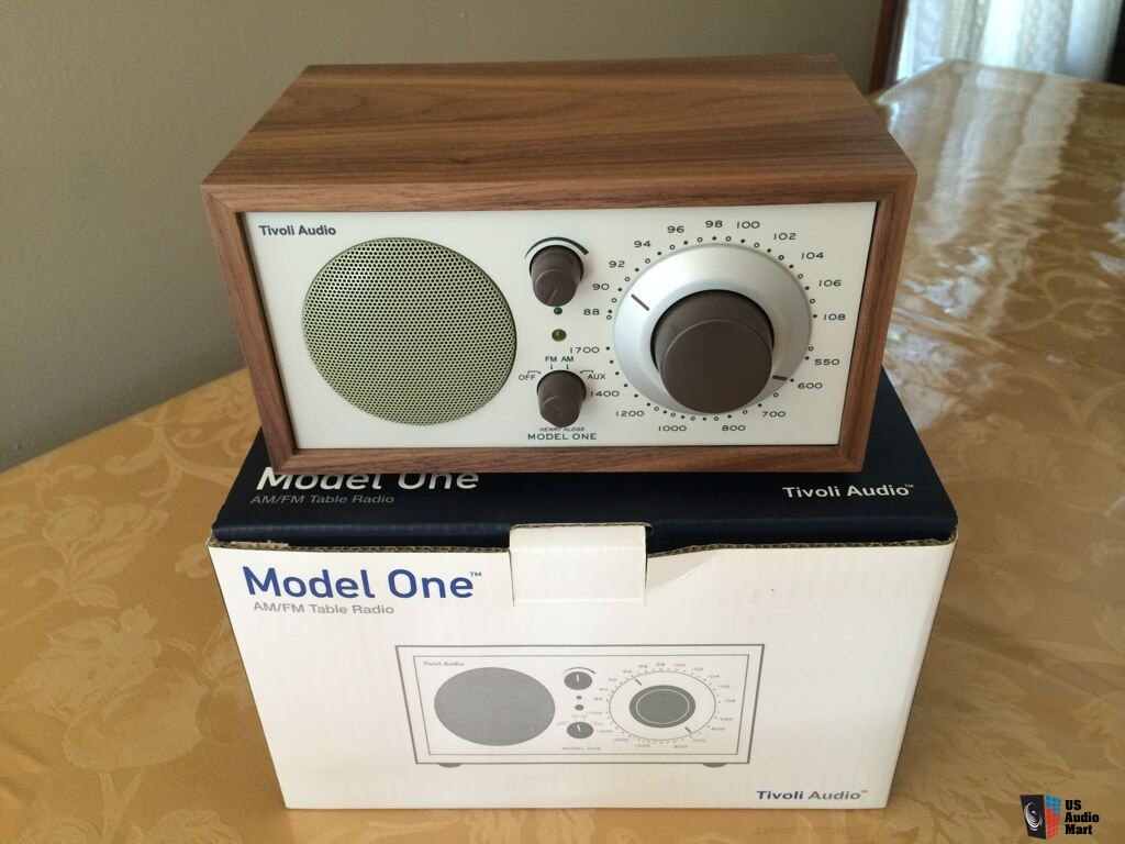 tivoli audio model one table radio walnut beige photo. Black Bedroom Furniture Sets. Home Design Ideas